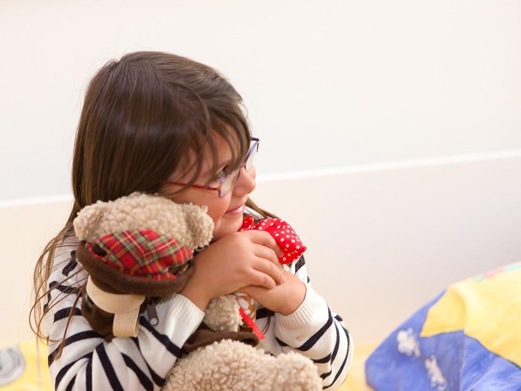 Mädchen mit Teddybar